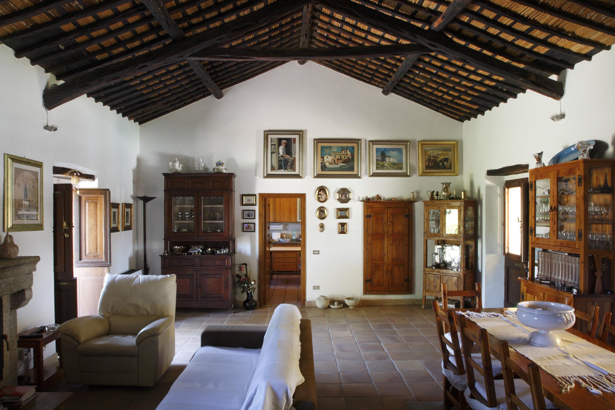 La porta a levante stazzi di gallura la janna a lianti for Arredamento casa antica