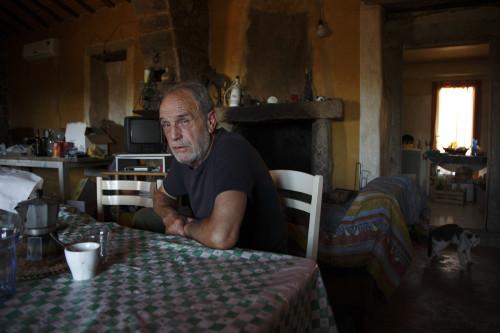 Un caffè? Localitài Monticanu - Cumuni di lu Palau e Alzachena  Stazzu di Monticanu, irritrattu di lu patronu illa stanzia d'intrata